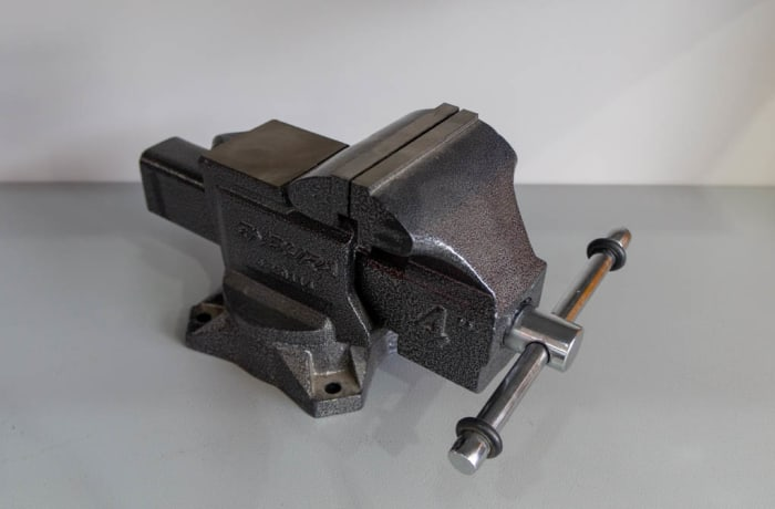 Professional Vise with Anvil