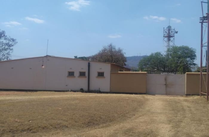 1350 m² commercial office for sale in Katete (Zambia)