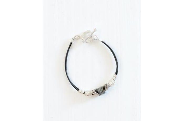 Simple snare bracelet