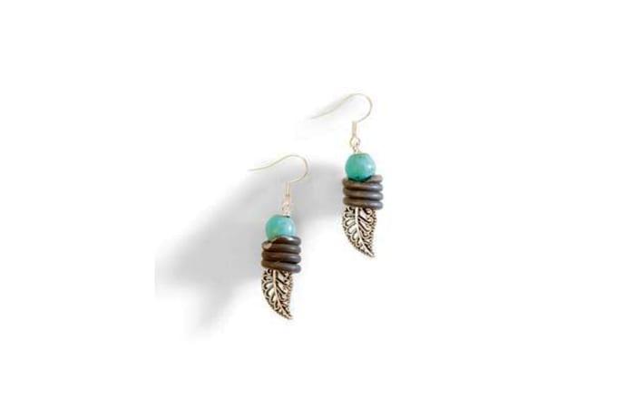 Snare wire & leaf earrings