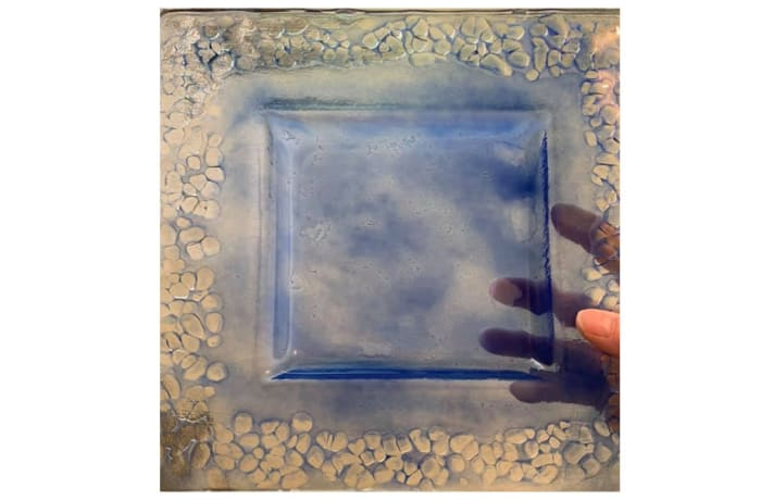 Square blue centre with pebbles glass serving dish
