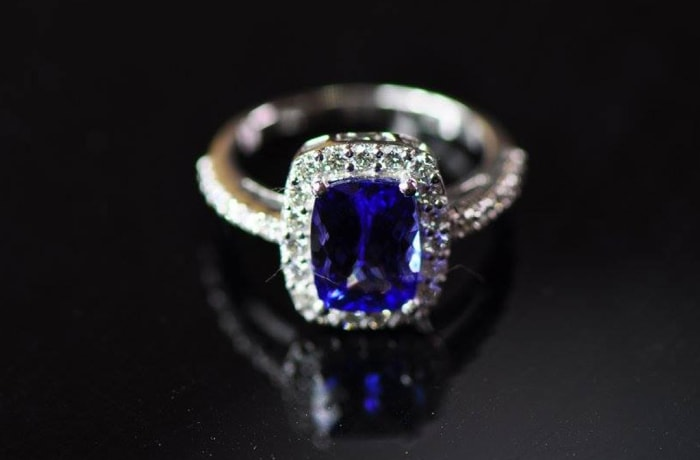 Tanzanite Rectangular Ring White Gold surrounded by Diamonds