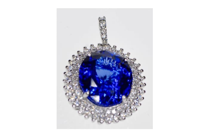 Tanzanite Round Pendant in White Gold , surrounded by Diamonds