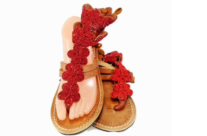 Brown leather sandals with beaded flowers