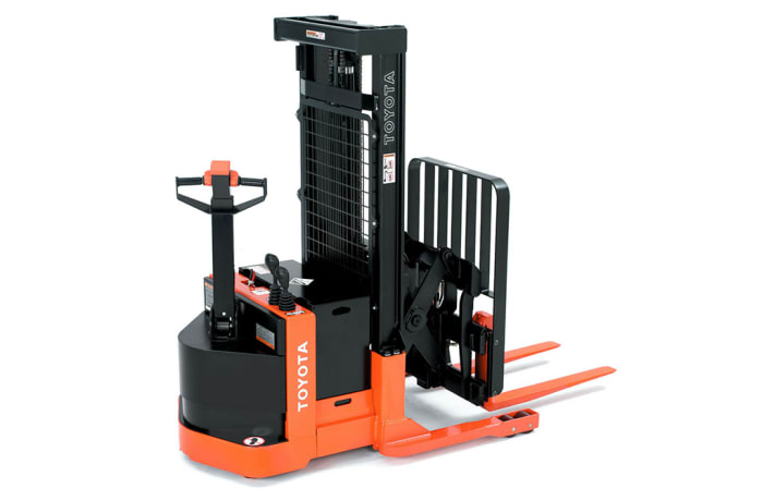 Toyota Walkie Electric Reach Truck