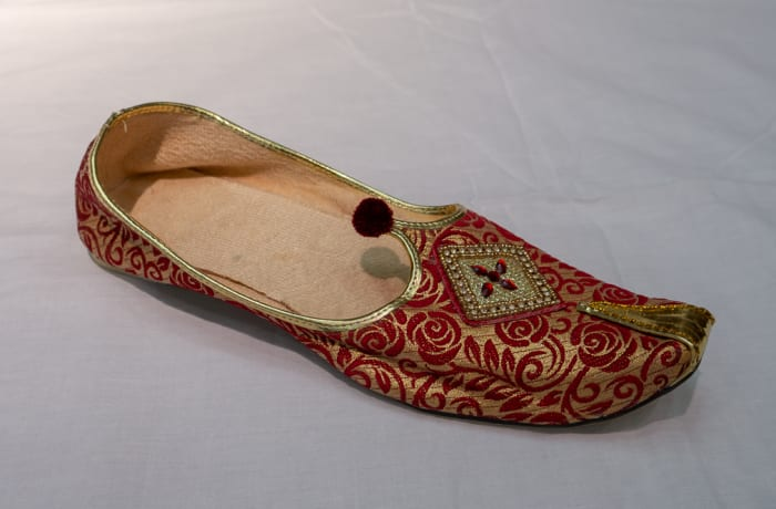 Mojari Shoes - Women's gold with red patterns