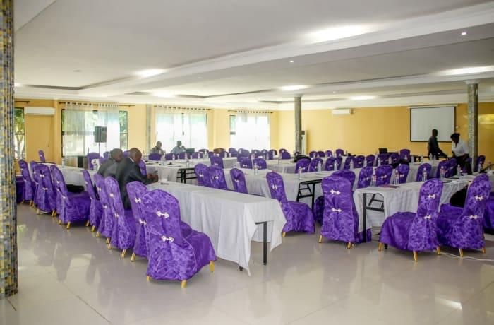 30 ultra-modern conferencing halls image
