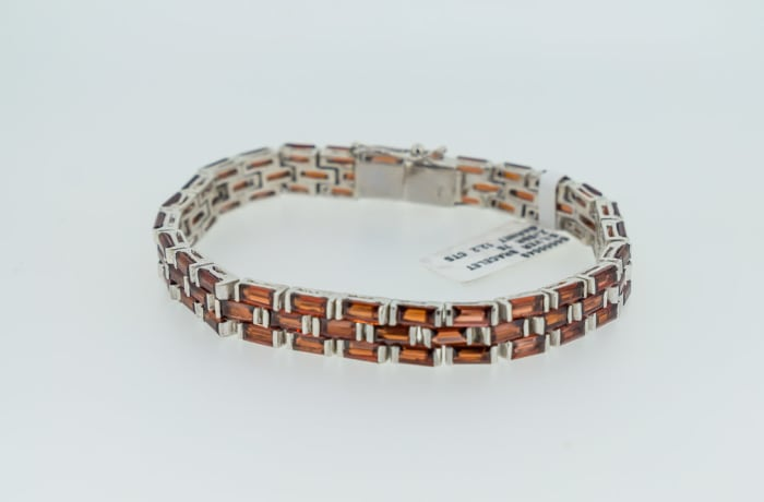 Silver linked chain red garnet bracelet image