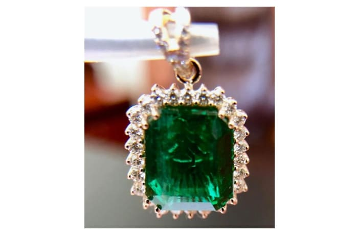 Pedant - Emerald with diamonds image