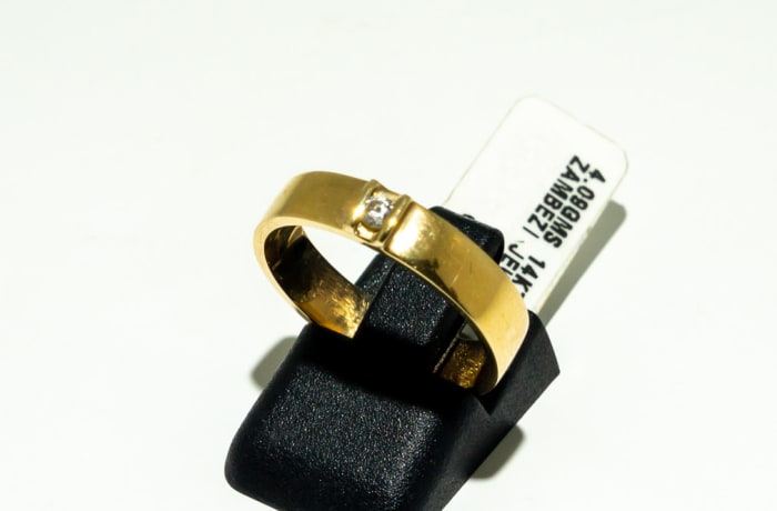 Gold men's wedding band with a diamond image