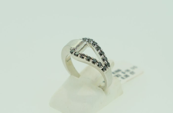 Silver 'V' split band with black diamonds ring  image