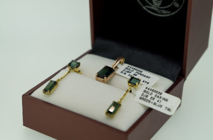 Yellow gold green and tourmaline pendant and earrings  image