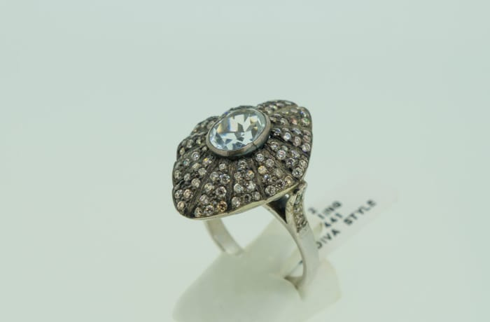 Antique style diamond and 14k gold ring image