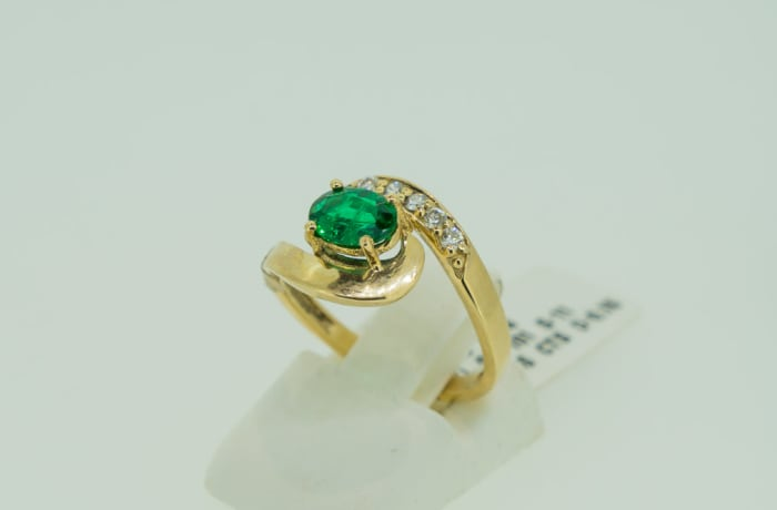 Engagement yellow gold 18k emerald and diamond tension twist ring  image