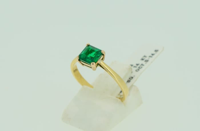 Engagement yellow gold 14k princess cut  4-pronged emerald ring image