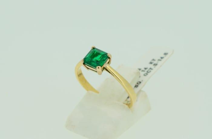 Engagement yellow gold 14k princess cut  4-pronged emerald ring image