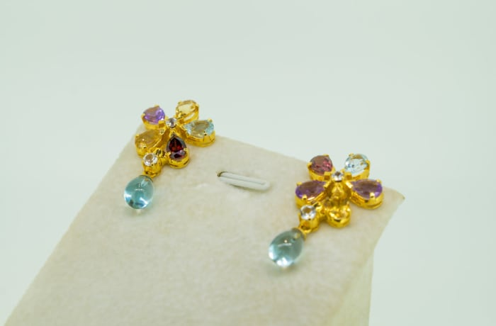 Yellow gold 18k, white sapphire, amethyst , rdodolite and citrine earrings image