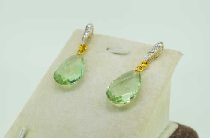 Yellow gold 18k diamond and presolite drop earrings image