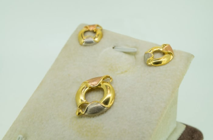 Yellow & rose gold 18k earring and pendant set image