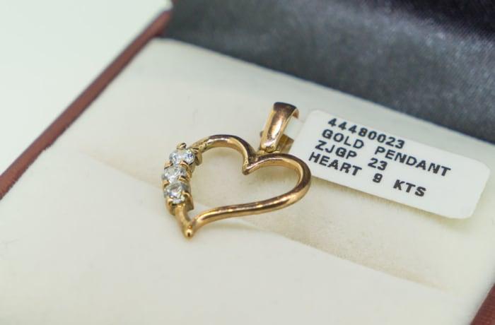 Yellow gold 9k and swarovski crystal heart pendant image