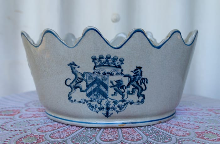 Fine White Crown Porcelain Vase with Blue Coat of Arms image