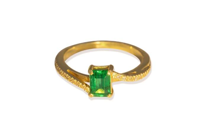 Swirl Emerald   Yellow Gold Ring image
