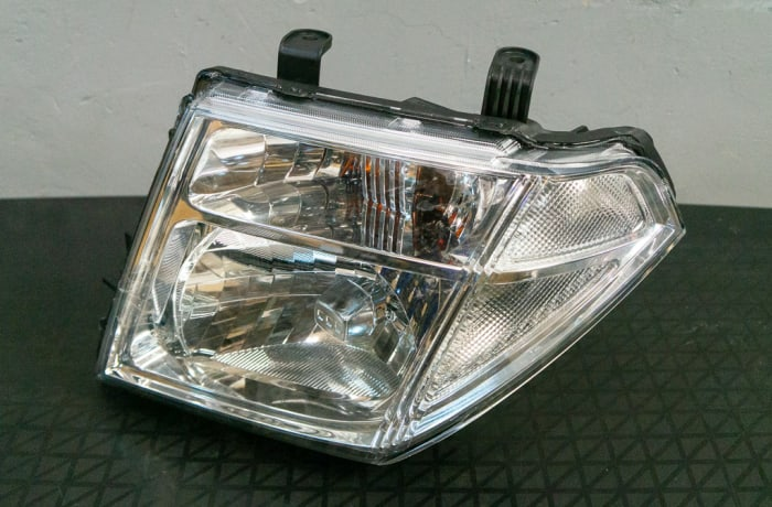 Nissan Navara D40 - Head Lamp  image