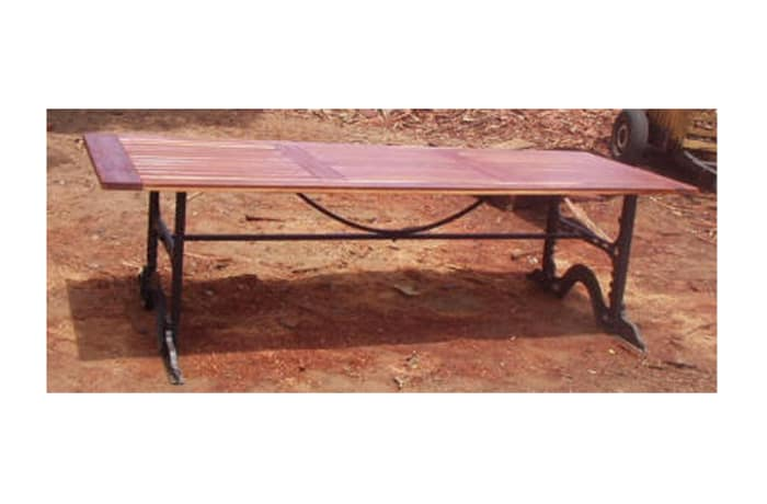 Dining table 8-seater cast iron legs image