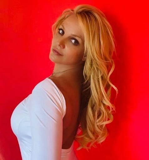 Бритни Спирс призвала хейтеров учиться быть милыми
