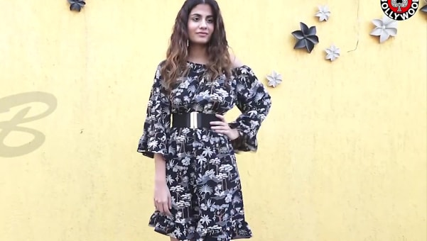 shreya dhanwanthary black dress look emraan hashmi and shreya dhanwanthary celebrate... style inspiration