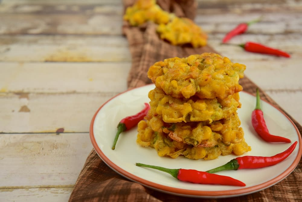 Offbeat monsoon special fritters recipe - Indonesian corn bhajiya
