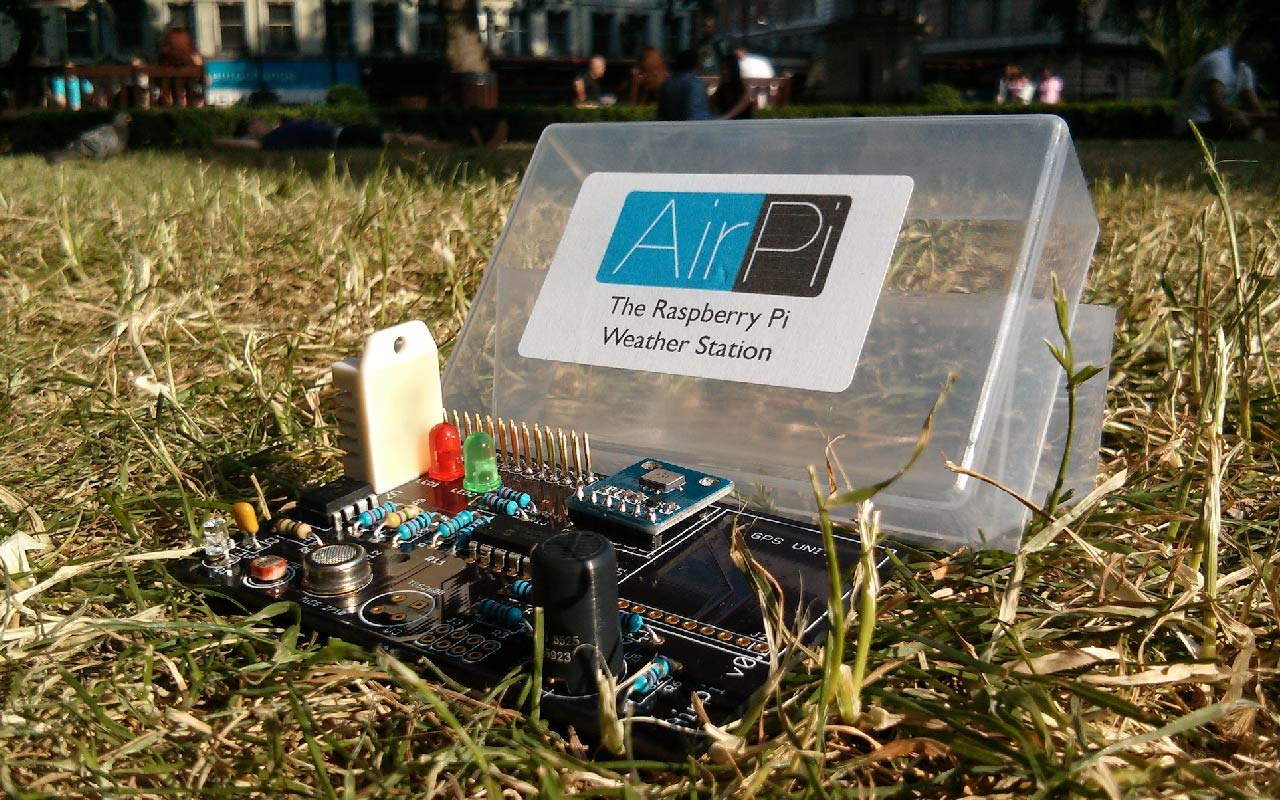 Hands on the AirPi Kit v1.4, a weather station using Raspberry Pi