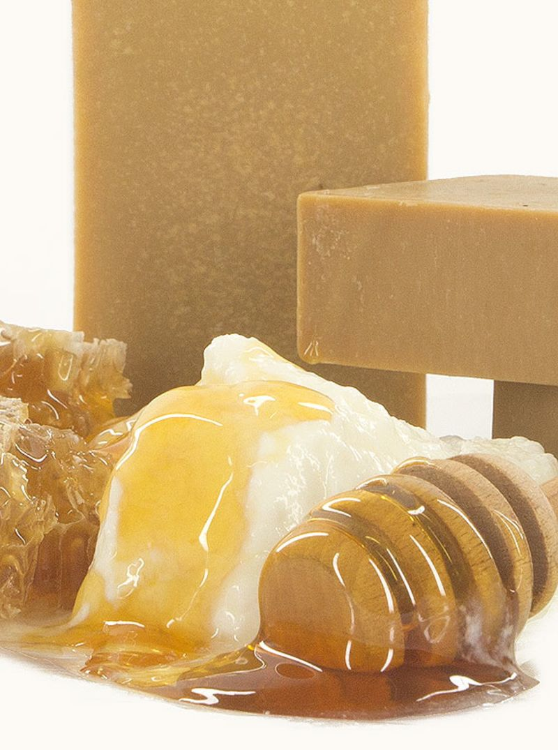 vis-olivae - yougurt-honey-beeswax-soap