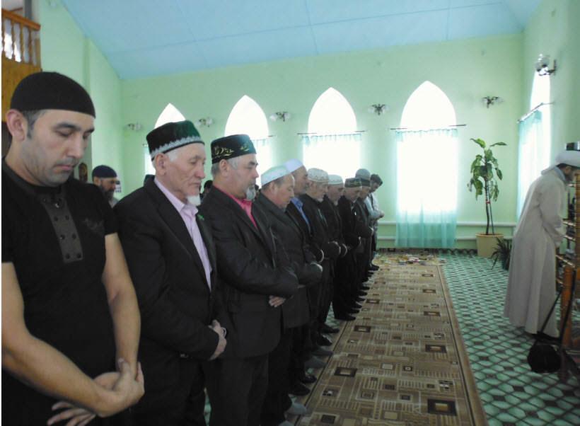 намаз в Аскаровской мечети