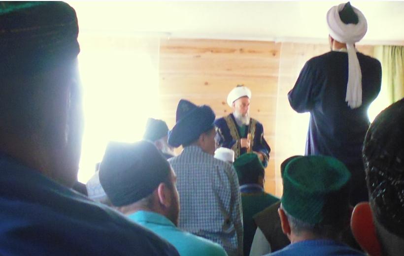 азан в мечети