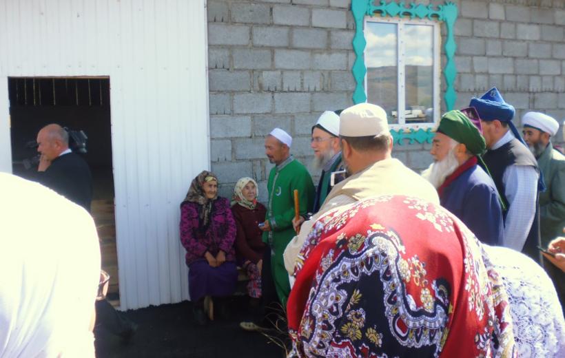 двери мечети открыты всегда