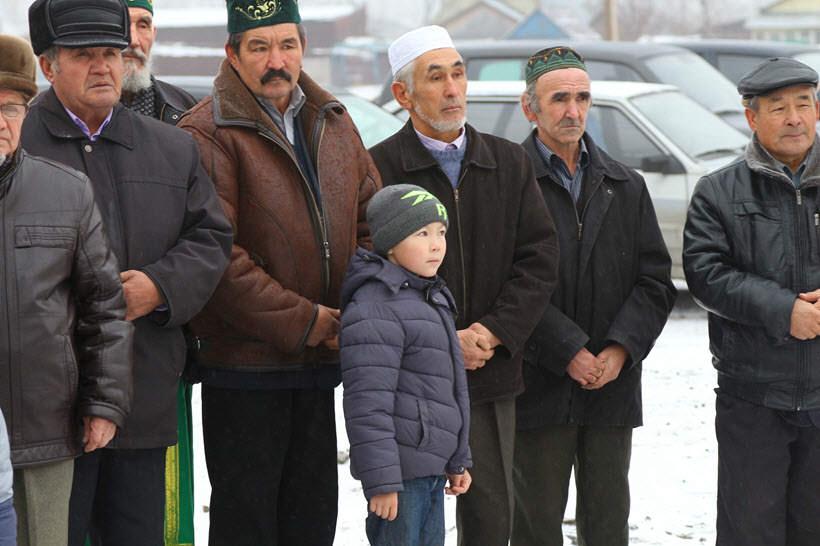 прихожане мечети деревни Абзелилово