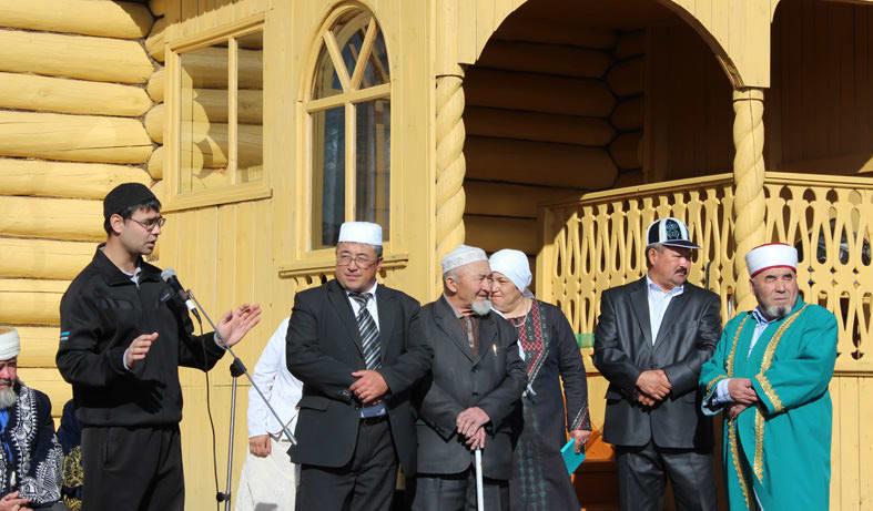 представители района при открытии мечети в деревне