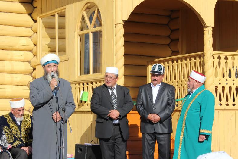 Ахмат хазрат при открытии мечети в Ишкильдено