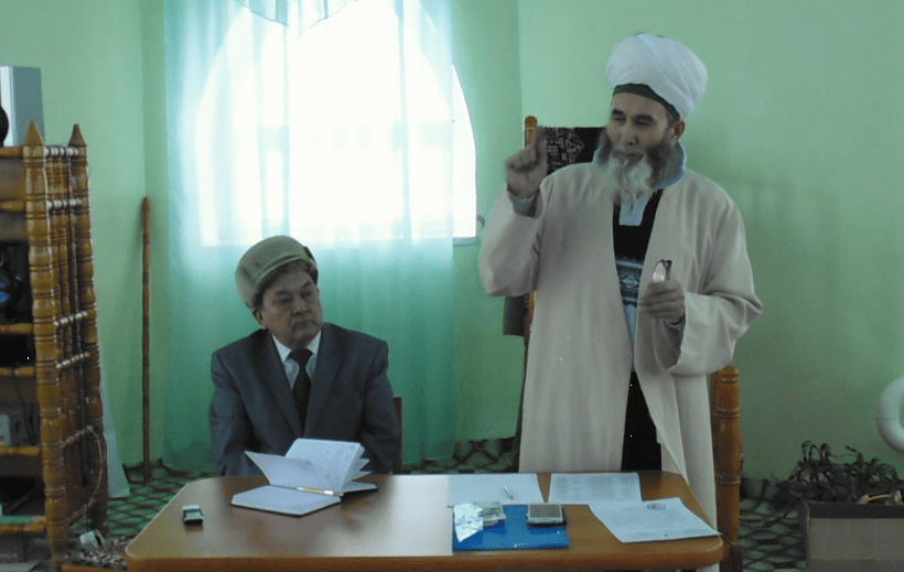Ахмат хазрат выступает речью