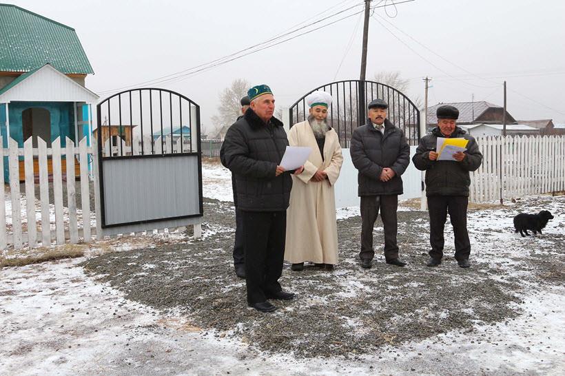 Мажит Султанович при открытие мечети в деревни Абзелилово
