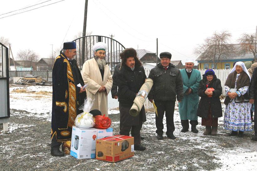 подарки от жителей в честь открытия мечети