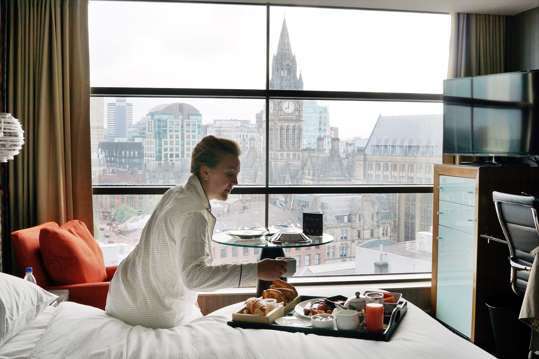 radisson blu edwardian in manchester - breakfast in bed!