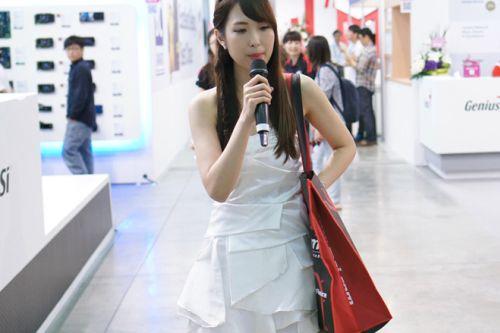 http://img.v3.news.zdn.vn/w660/Uploaded/Aohuouk/2014_06_03/Girl_Zing_1.jpg