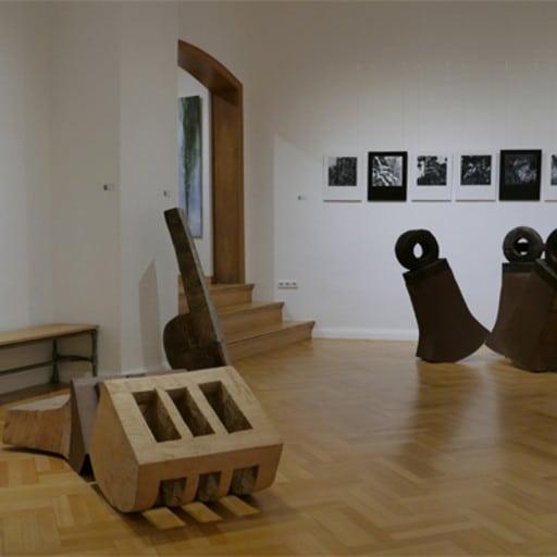"""Blick in die Ausstellung """"Zwiefacher"""" in der Galerie HOP, Bamberg, mit Andrea Buckland"""