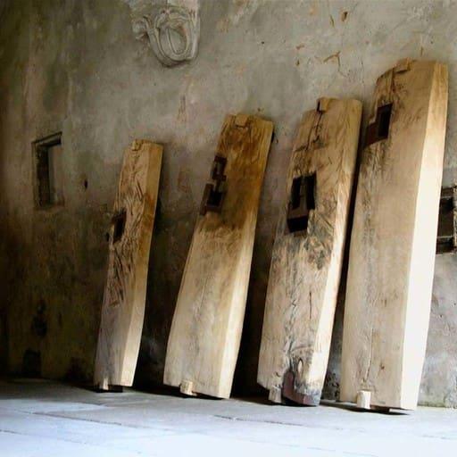 Totenbretter, aus dem lastdance-Block, Holz und Stahl