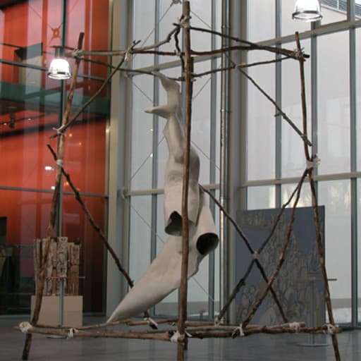 """2002 entstand die Plastik """"Ikarus"""" in einer Gemeinschaftsarbeit mit Ernst J. Herlet für die Glashalle in Schweinfurt."""