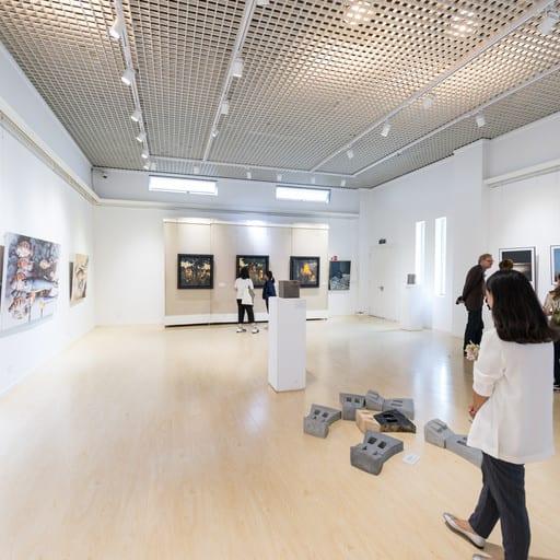 "Blick in die Ausstellung ""AMPLITUDE DER DIFFERENZ"", Yuan Xiaocen Kunstmuseum in Kunming/ China, Foto: Gerhard Schlötzer"