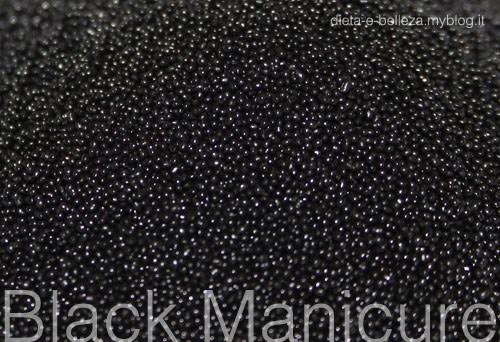 Ispirazione Nail Art: Black is Back, Unghie Nere da Gothic Girls