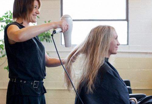 Consigli per Adottare una Comunicazione Efficace con il Parrucchiere